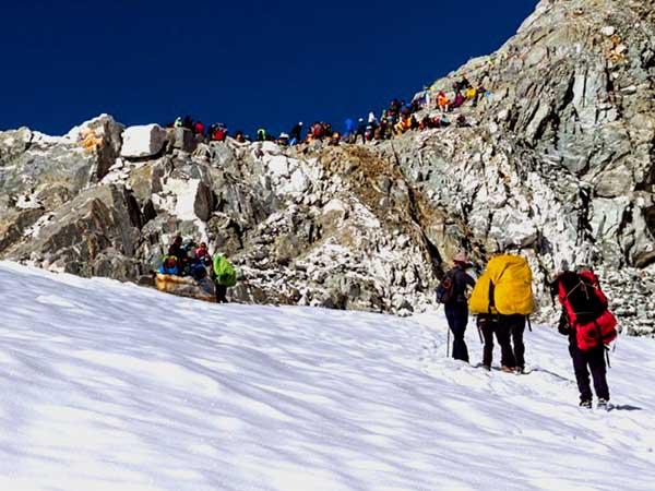 https://www.nepaleveresttour.com/packages/everest-base-camp-cho-la-pass-trek/